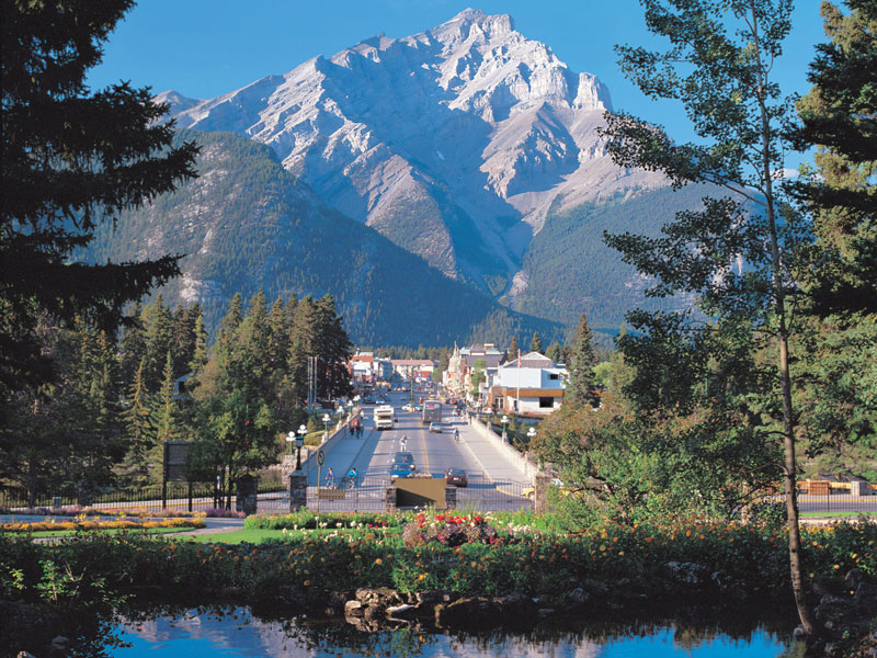 Calgary Stampede and the Canadian Rockies Train Tour | Banff