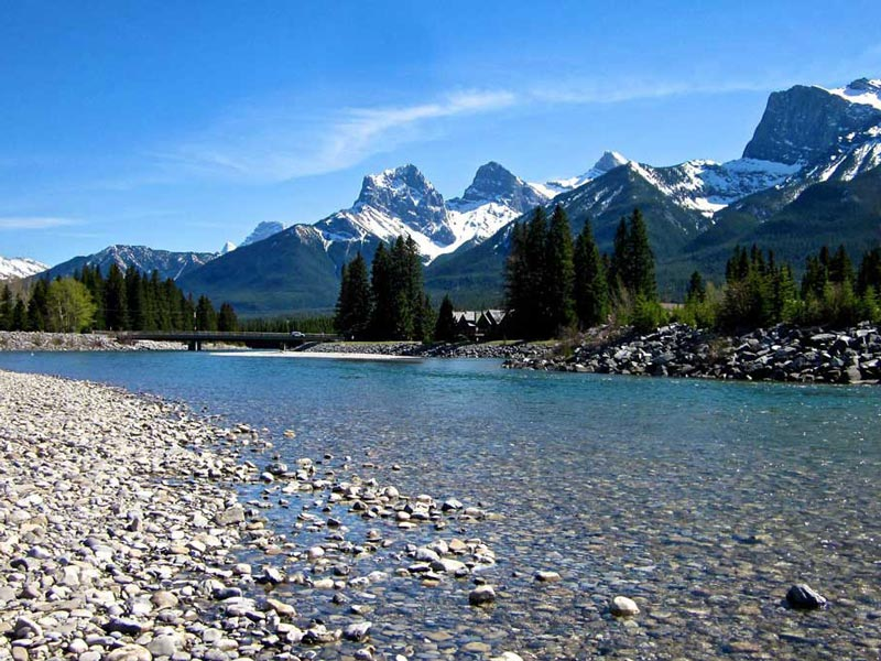 Vancouver & the Canadian Rockies Train Vacation | Bow River Banff National Park