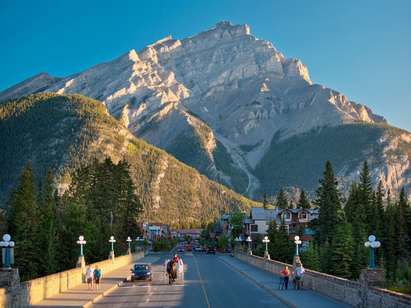 Vancouver & the Canadian Rockies Train Vacation | Banff