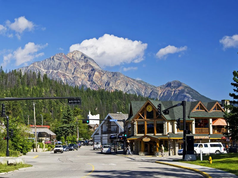 Whistler and the Canadian Rockies by Train Circle Tour |  Jasper